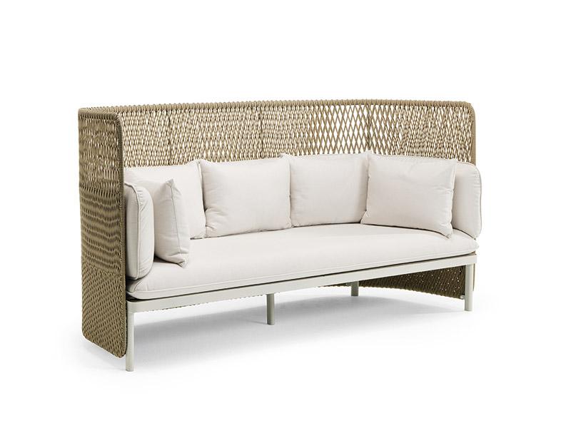 Divano outdoor a tre posti con schienale alto   Poltrone e divani ...