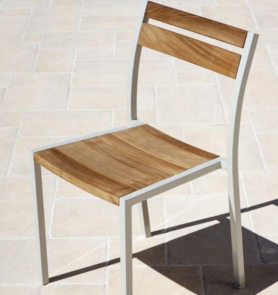 Sedia impilabile con struttura in alluminio e teak da for Sedie in alluminio