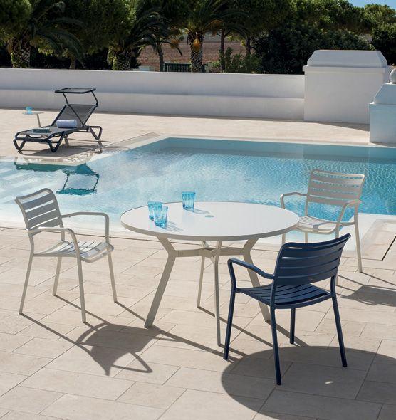 Tavolo rotondo Ocean - tavolo con foro centrale per ombrellone Ethimo