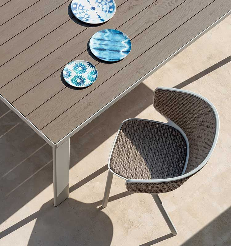 Pluvia – Poltroncina impilabile - Sedia da esterno in alluminio e fibra sintetica Ethimo